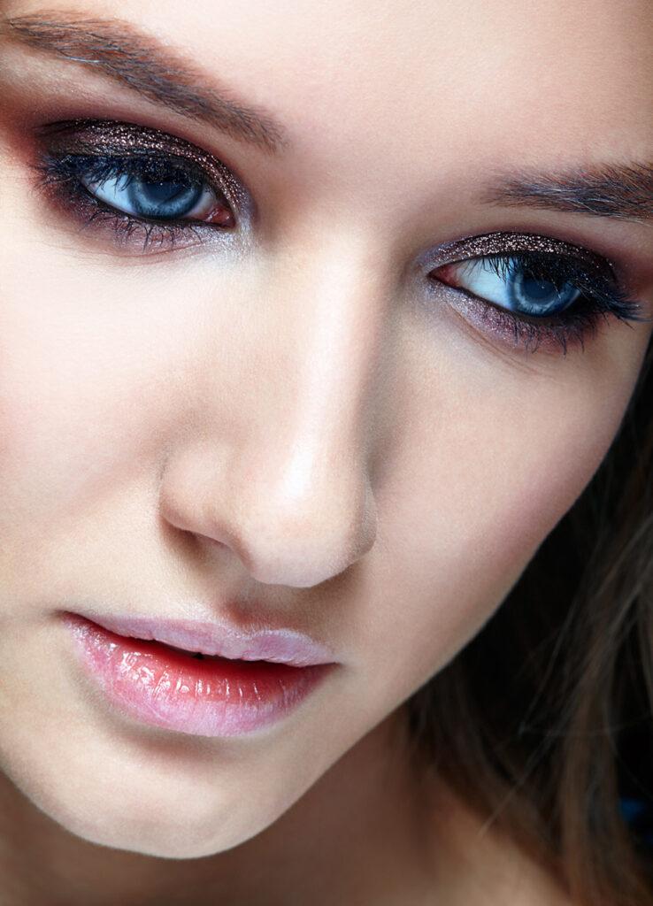 Nasen-Op: Frau mit charakteristischer Nase